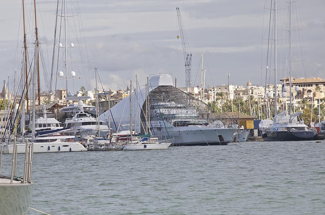 Superyachts in Palma de Mallorca. Cruising Attitude Sailing Blog. Discovery 55